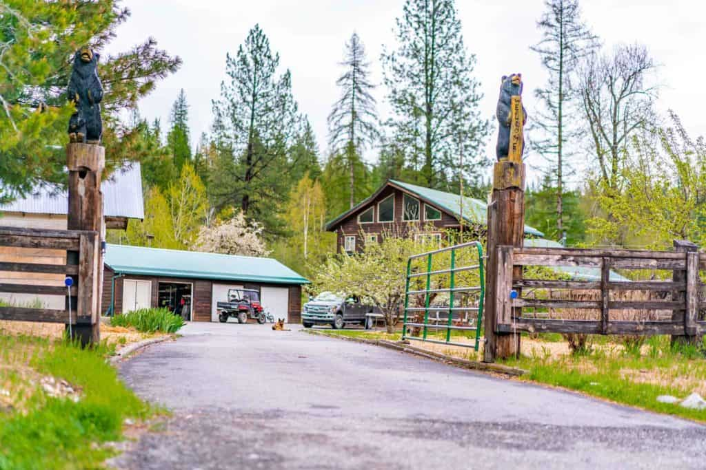Picture of a homestead with welcome signs in the driveway.